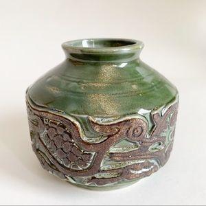 Vtg Celtic Green Textured Vase Ceramic Decor